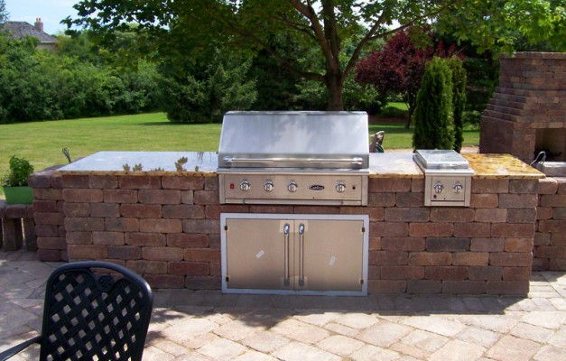 Built-in Grill with Granite Top