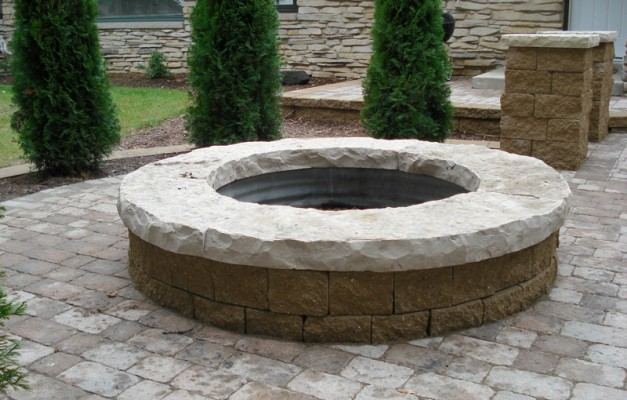 Firepit with Natural Lannon Top